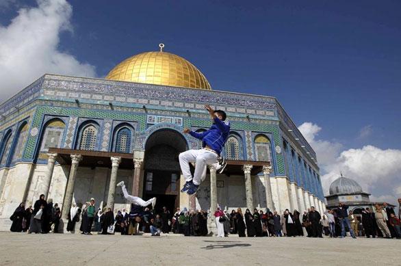 شبان فلسطينيون يدافعون عن الأقصى بالكابويرا 3