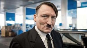 شبيه هتلر يثير الدهشة في ألمانيا