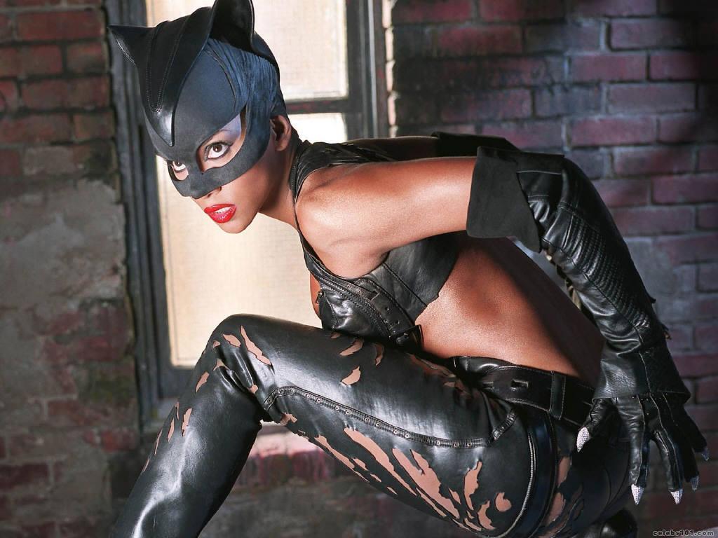 Catwoman- هالي بيري