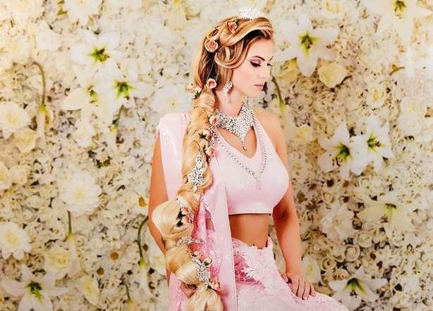 الأميرة رابونزل وضفيرتها الشقراء.