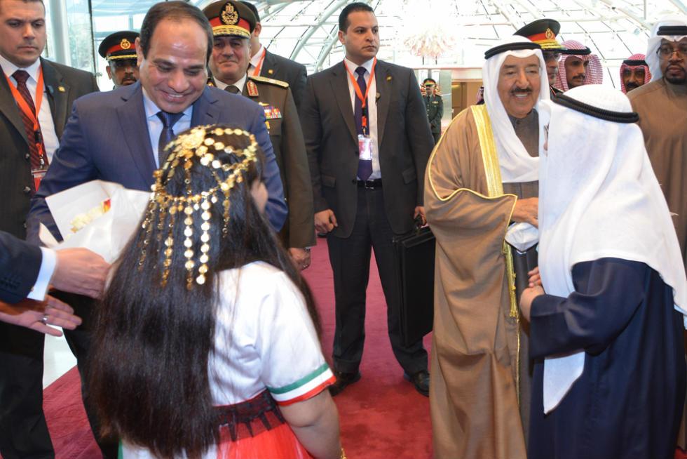 الاستقبال الرسمى للسيسى فى مطار الكويت