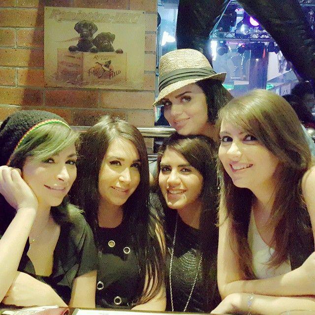 ديمة بياعة مع اخواتها