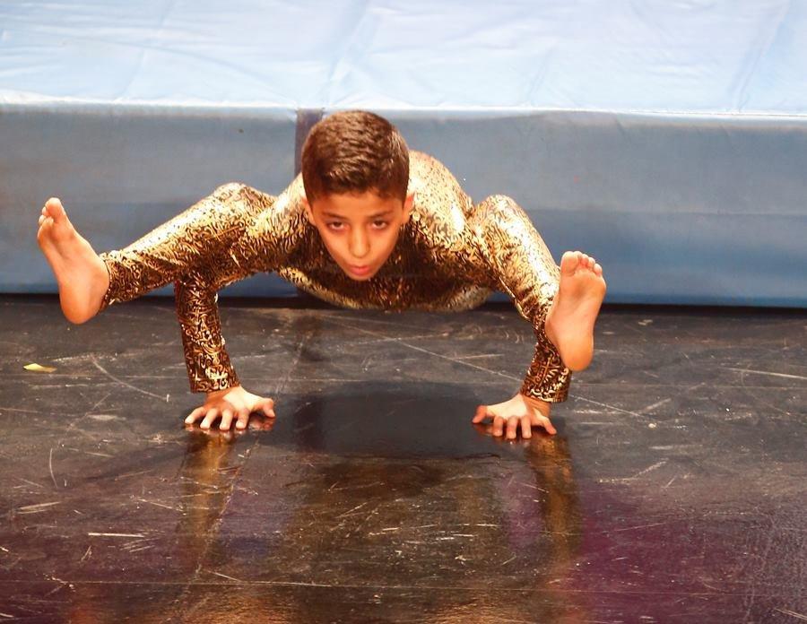 طفل فلسطينى يبكى نجوى كرم