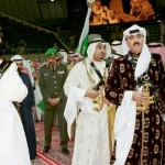 Saudi Crown Prince Abdullah bin Abdel Aziz (L) tak