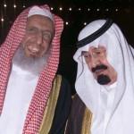 Saudi Crown Prince Abdullah bin Abdul Aziz (R) hol