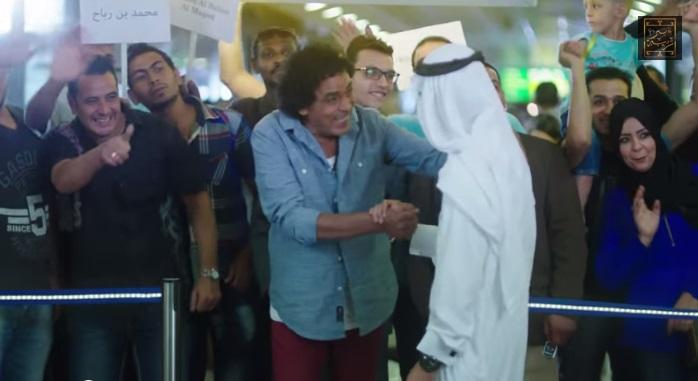 استقبال شخص داخل المطار