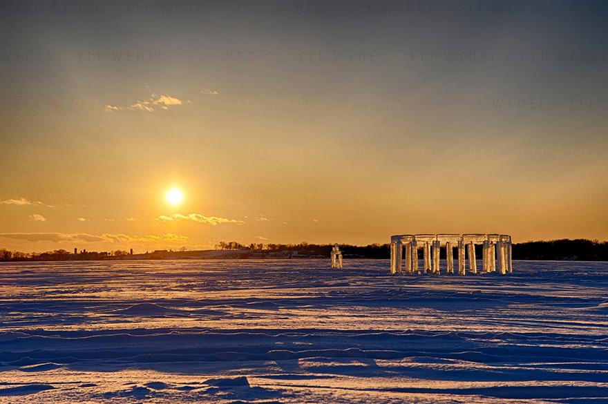النصب الجليدى