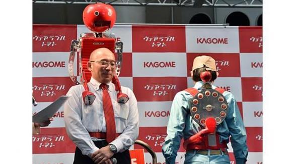 روبوت الطماطم المحمولة ليأكلها العداؤون في ماراثون طوكيو