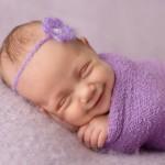 ابتسامه الرضع اثناء النوم