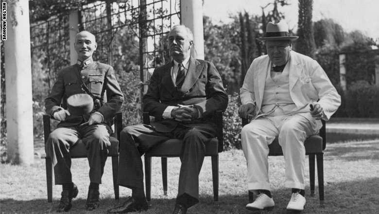القائد الصيني تشيانغ كاي شيك، والرئيس الأمريكي فرانكلين روزفلت، ورئيس الوزراء البريطاني ونستون تشرتشل في مؤتمر القاهرة 1943