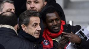 الرئيس الفرنسى السابق نيكولا ساركوزى وسلفى مع احد داعمية