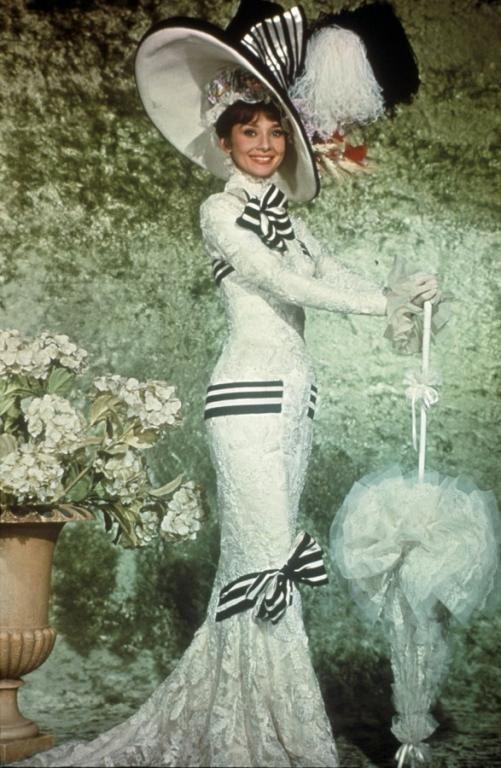 الفستان الذي ارتدته أودري هيبورن في فيلم سيدتي الجميلة