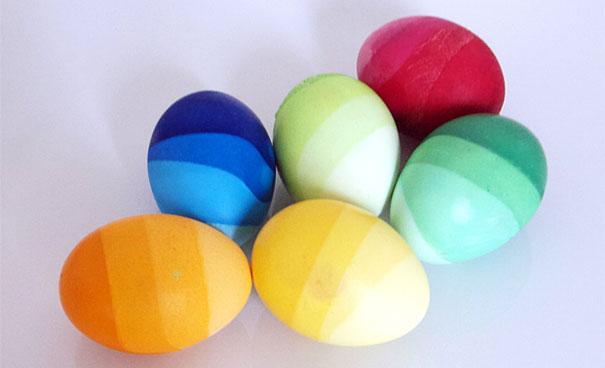 بيض الوان قوس قزح
