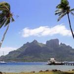 """- جزيرة """"بورا بورا"""" في بولينيزيا الفرنسية."""