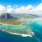 """- جزيرة """"موريشيوس"""" في أفريقيا."""