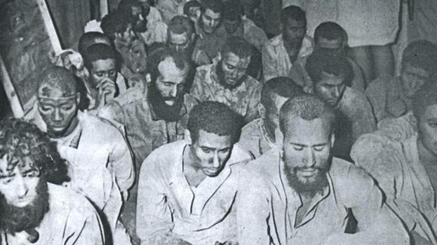 صورة رجال «القحطاني والعتيبي» بعد استسلامهما