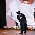 عبدالله الرويشد وتحيّة إحترام للحاضرين خلال حفل التكريم