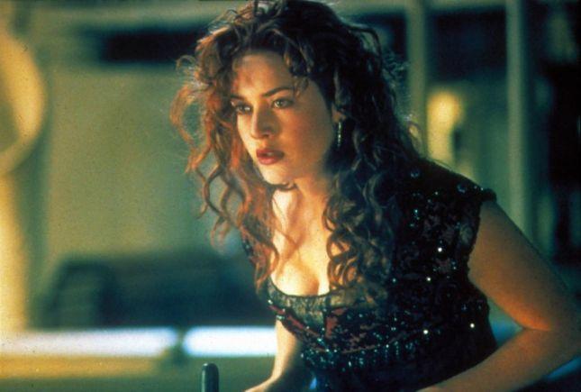 لقطة تبرز فستان روز (كيت وينسلت) الذي ارتدته في فيلم تايتنيك