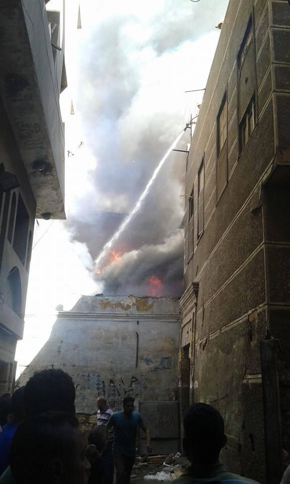 حريق بمحل زيوت في شارع الأزهر