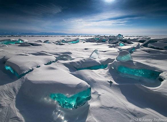 جليد الزمرد في بحيرة بايكال – روسيا