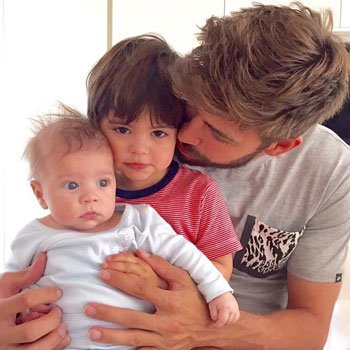جيرارد بيكيه مع ابناؤه