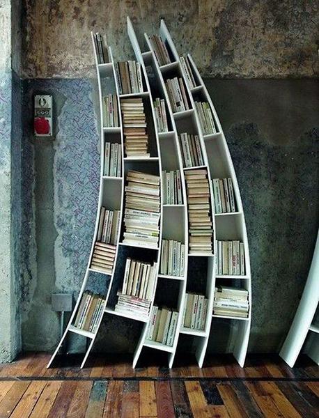 مكتبة بشكل مائل