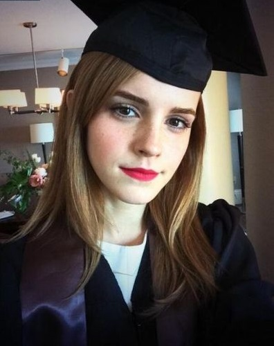 إيما واتسون أثناء تخرجها من جامعة براون عام 2014