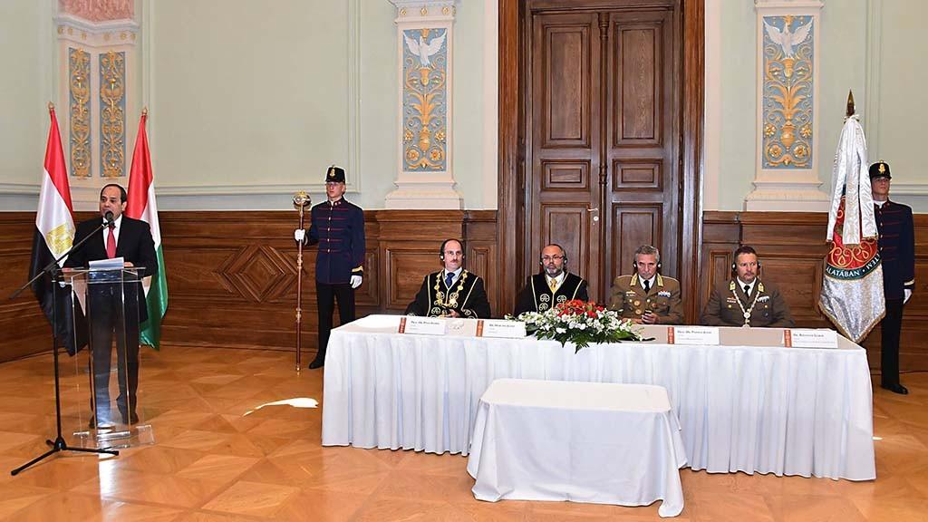 الرئيس يحصل على الدكتوراة الفخرية في المجر1
