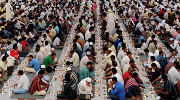 المملكة العربية السعودية انتشار موائد الرحمن في الحرم المكي والمدني