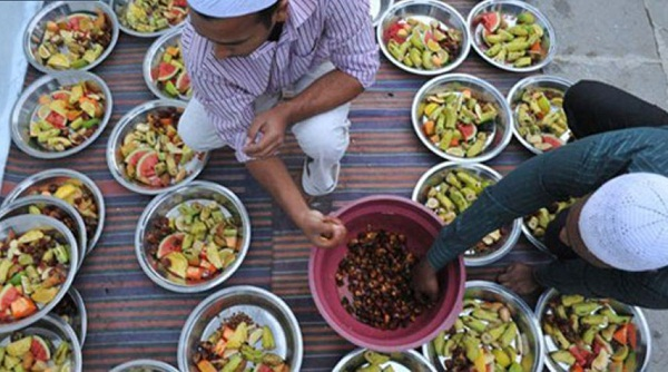 الهند توزيع الطعام في المساجد