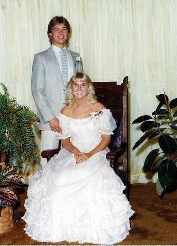براد بيت أثناء تخرجه من المدرسة الثانوية عام 1981