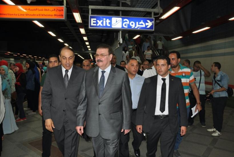 جولة وزير النقل فى محطة السادات