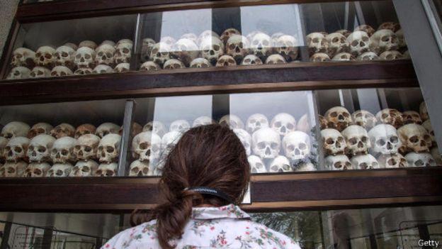 لقي ما يقرب من ثلاثة ملايين شخص من أبناء كمبوديا حتفهم في عهد بول بوت