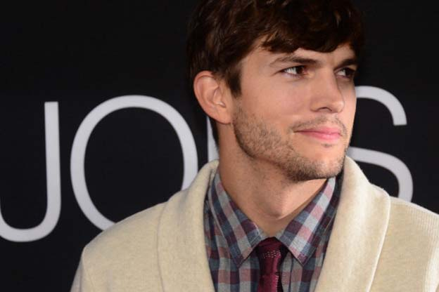 Actor Ashton Kutcher poses on arrival for the Los Angeles special screening of the film 'JOBS' in Los Angeles California on August 13, 2013 based on the story of innovator and entrepreneur Steve Jobs. AFP PHOTO/Frederic J. BROWN        (Photo credit should read FREDERIC J. BROWN/AFP/Getty Images)