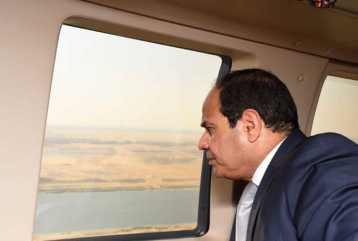 السيسى يتفقد قناة السويس جوا 2