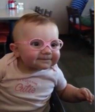 الطفلة الصغيرة