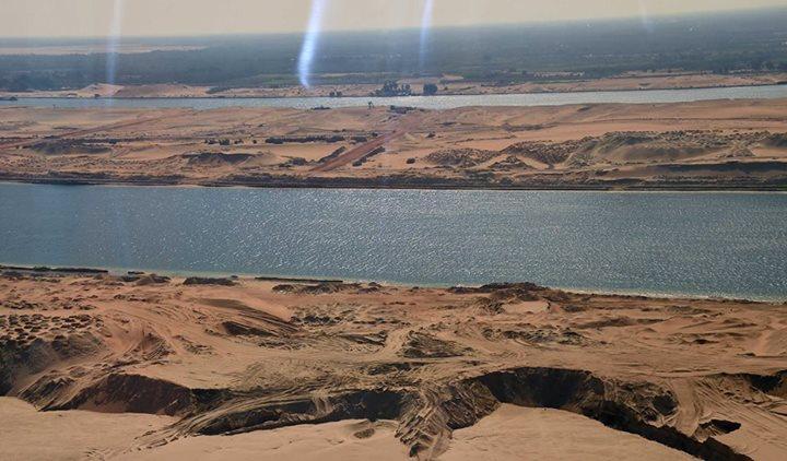 صورة من طائرة السيسى لمجرى قناة السويس
