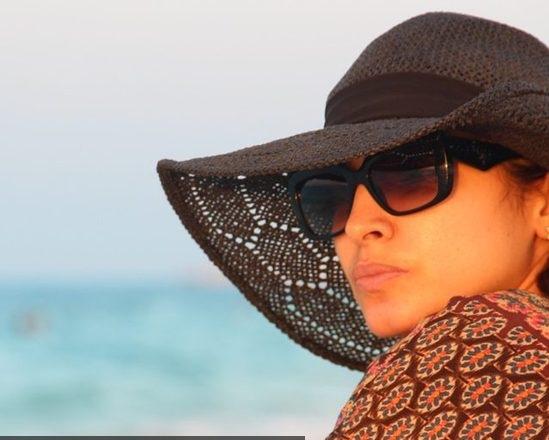 صور-روجينا-بملابس-بحرية-وبدون-مكياج-على-شاطئ-البحر-في-رحلة-استجمام-1285517