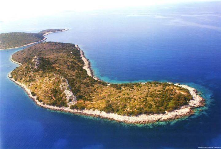 جزر للبيع