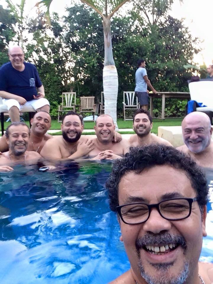 احمد رزق و عمر عرفة و مجموعة من الفنانين