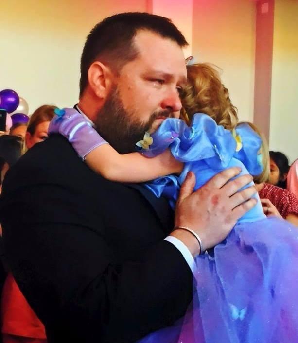 الاب مع بنته