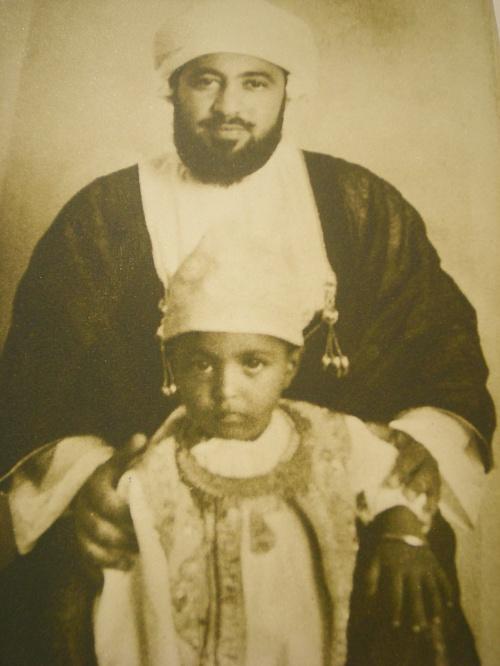 صور نادرة - السلطان قابوس مع والده سعيد بن تيمور