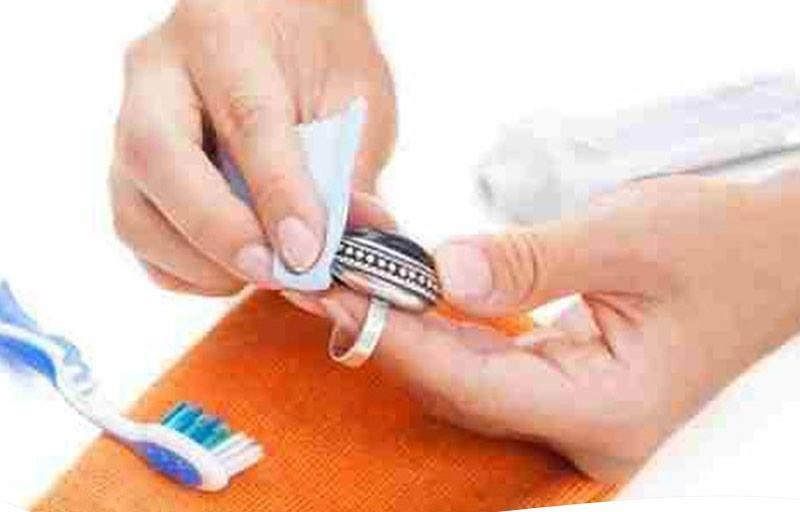 معجون الأسنان لتلميع الفضة