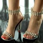 هذا الحذاء يتمتع بضمان لمدة 1000 عام_0