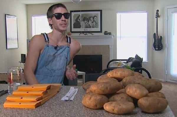 الكتابة على حبات البطاطس