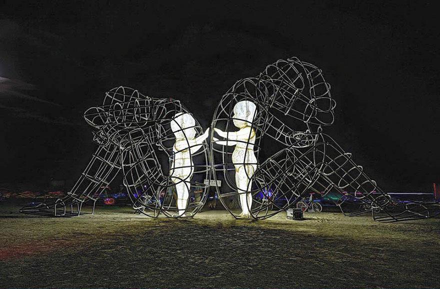 العمل الفنى الحب