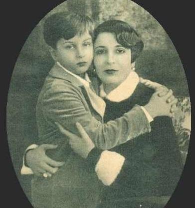 الملك فاروق مع والدته الملكة نازلى