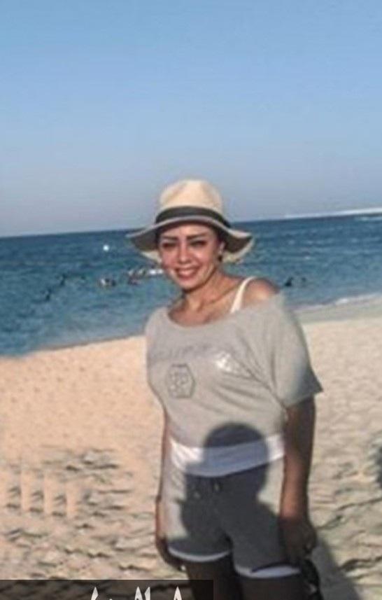 صورة-رانيا-يوسف-بالهوت-شورت-على-الشاطئ-تشعل-فيسبوك-1307629