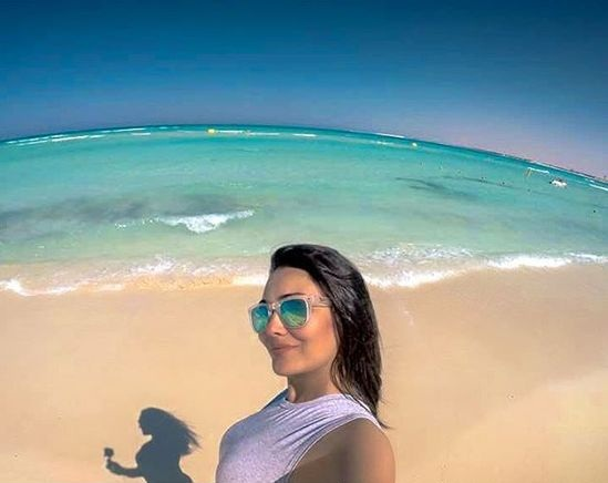 صور-راندا-البحيري-بالقصير-على-الشاطئ-تشعل-انستغرام-1302259