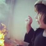 طفل داعشى يتعلم حرق دميته